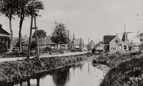 Het haventje van Garnwerd langs de Hunzeweg.