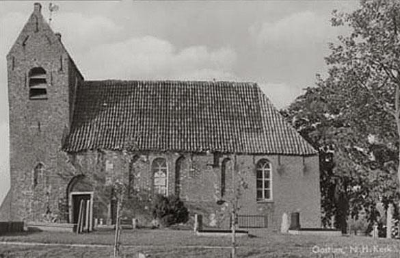 Op het midden van het dak is het gemengd motief (Grieks en Andreas) duidelijk zichtbaar; foto Regionaal Historisch Centrum Groninger Archieven.