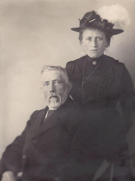 Afb. 4 - Philippus Harmannus Rogaar en zijn dochter Grietje Rogaar (de schrijfster), omstreeks 1920.